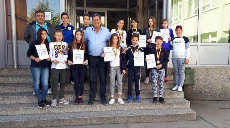 "Учениците од ООУ ""Никола Вапцаров"" постигнаа одлични резултати на ноќните крос трки"
