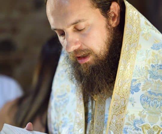 Викарен Епископ Јаков Стобиски-Ние единствено се плашиме да останеме во темнината на овој свет, сами, без Него, а Тој ни се дава единствено во Црквата на Светата Литургија.